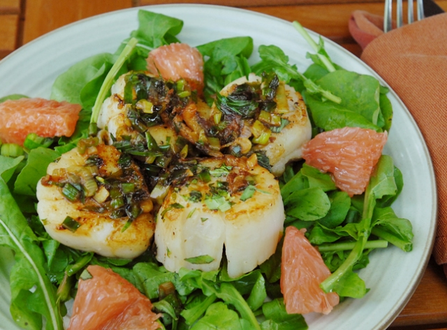 Make sure to get a bite of fish, grapefruit and arugula all together