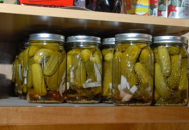 Yes, the shelf is set to fit canning jars